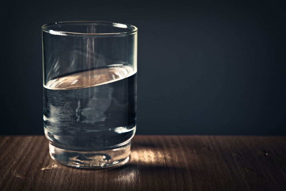 clear drinking glass filled with water 928854