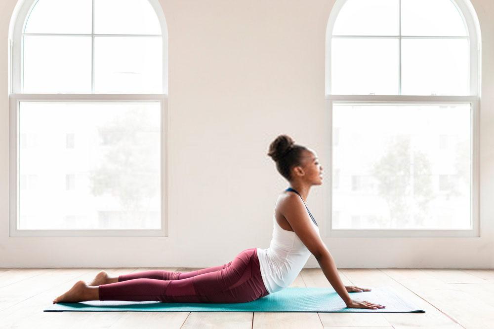 ejercicios yoga espalda
